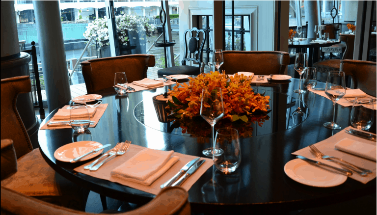 Restaurant-tables-chairs-flowers